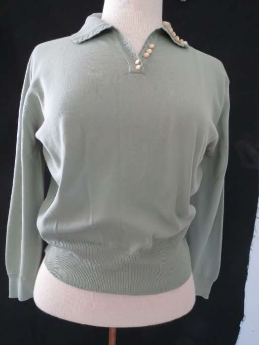 TRUE VINTAGE 1940s - '50s LIGHTWEIGHT KNIT SWEATER OR BLOUSE