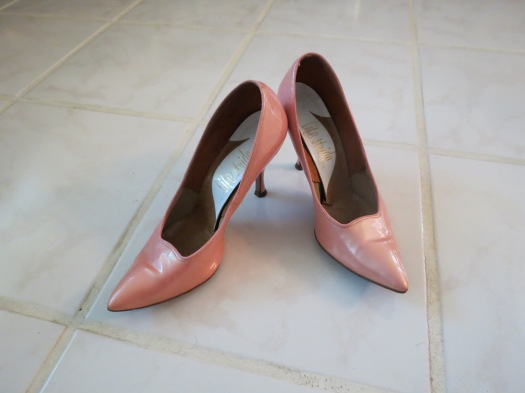 PERFECT TRUE VINTAGE EARLY '60S STILLETTOS FOR THE vALENTINE'S PARTY