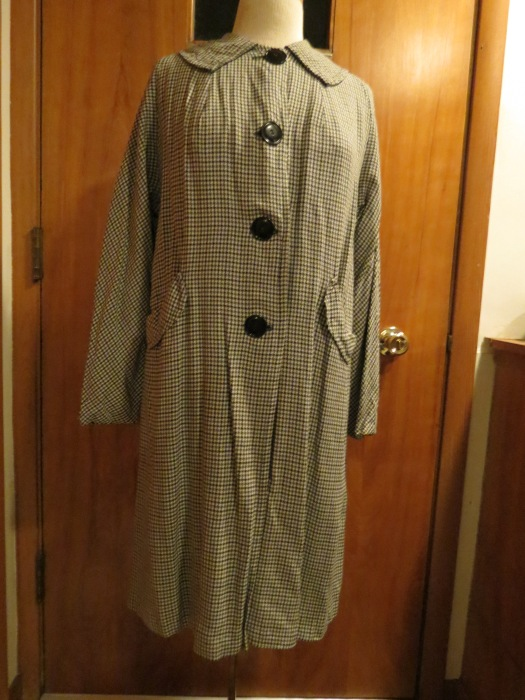 ANOTHER TRUE VINTAGE SWING COAT FOR SPRING, FROM THE LATE 1940s TO EARLY 1950S.