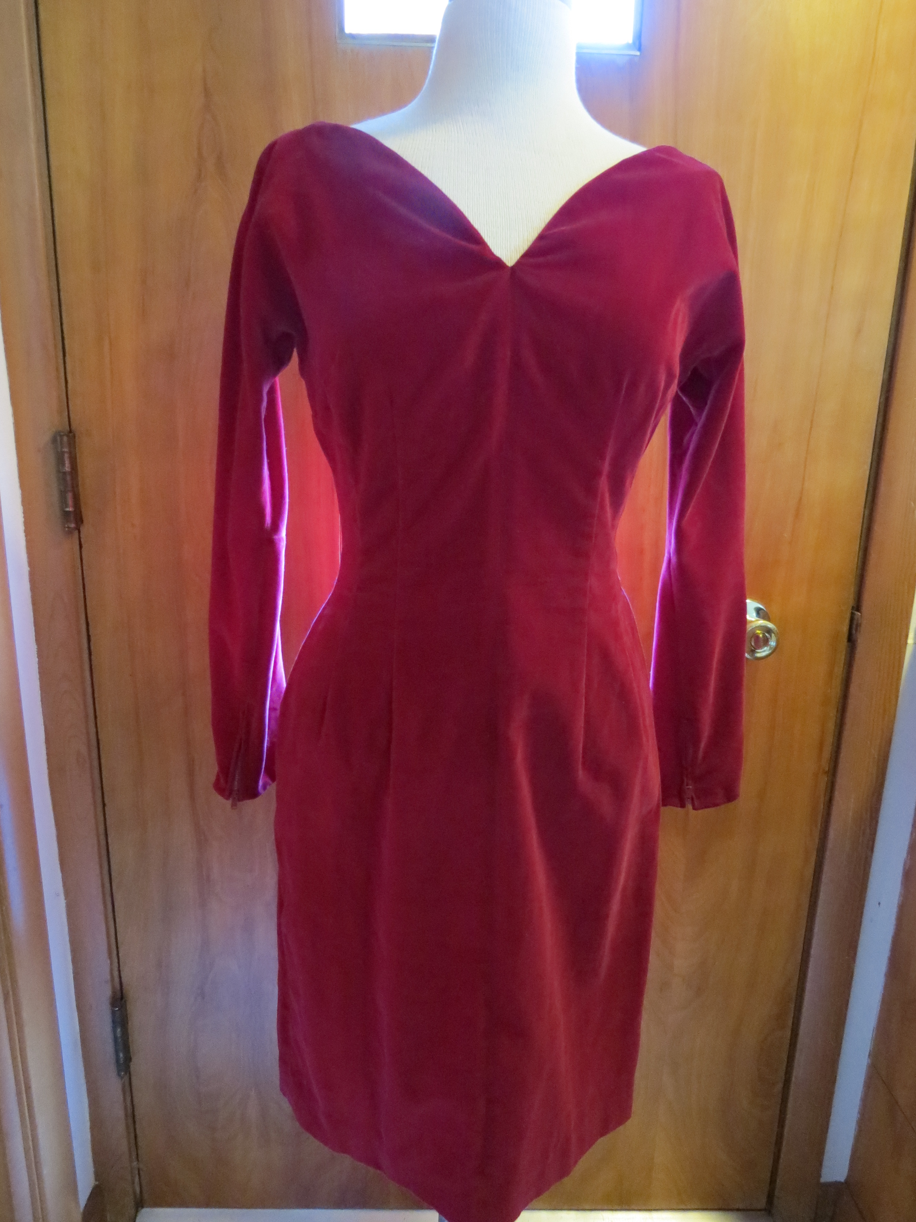 TRUE VINTAGE 1950S WIGGLE DRESS FOR VALENTINE'S DAY