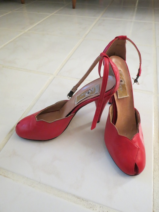 TRUE VINTAGE STILETTO HEELS BY THE KINNEY COMPANY