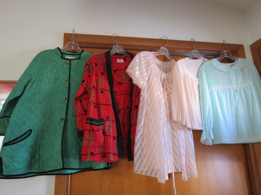 A COLLECTION OF TRUE VINTAGE SLEEPWEAR & LOUNGEWEAR