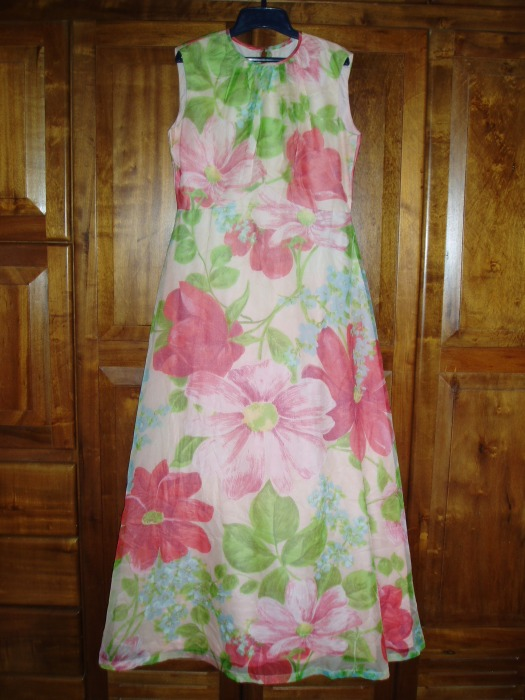 TRUE VINTAGE 1960s - '70s FULL LENGTH FLORAL EASTER PARTY GOWN