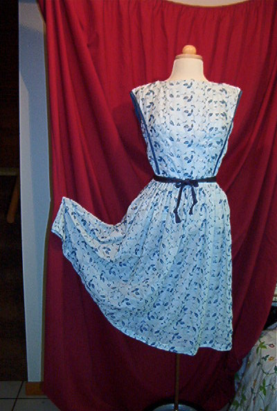 LOVELY TRUE VINTAGE EARLY 1960'S DAY DRESS FOR SPRING AND SUMMER