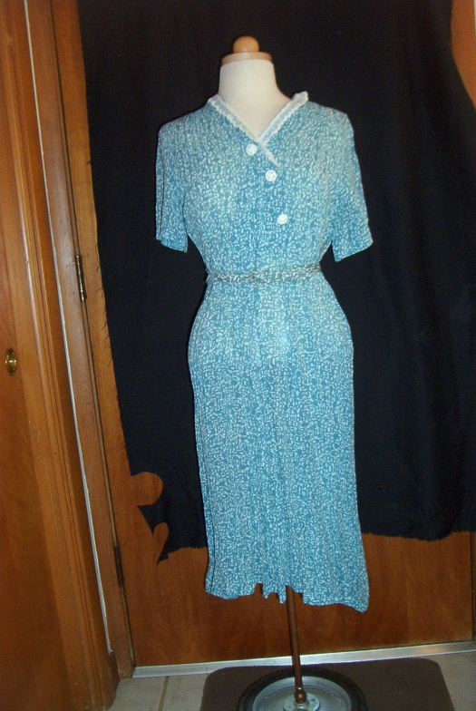 TRUE VINTAGE RAYON DAY DRESS FROM THE LATE 1930s TO EARLY 1940s