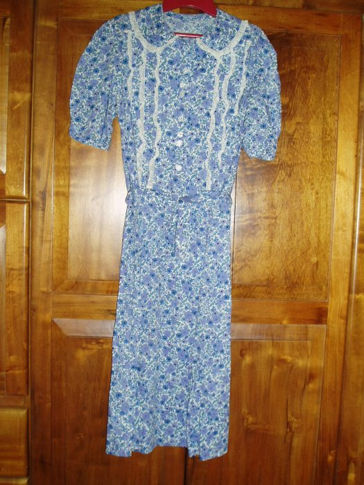 ANOTHER TRUE VINTAGE DAY DRESS CIRCA 1930s TO 1940s