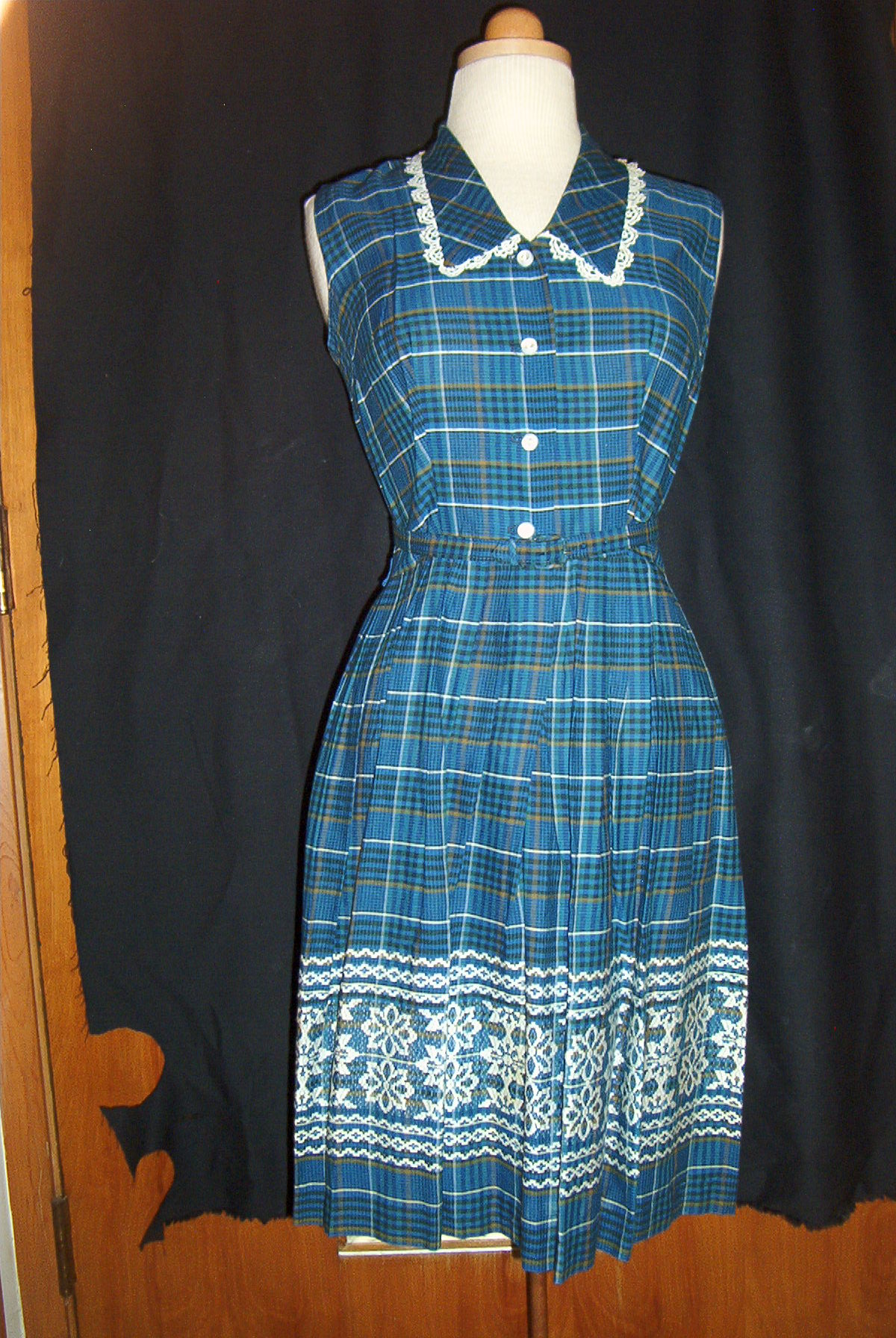 A PRETTY BELTED SHIRTWAIST DRESS FROM THE 1950'S