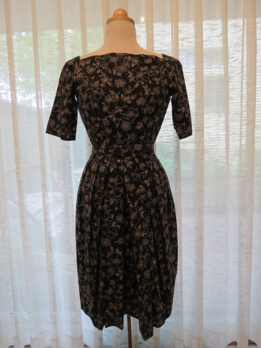 A VERY PRETTY TRUE VINTAGE DRESS, HOME-SEWN IN THE 1950'S