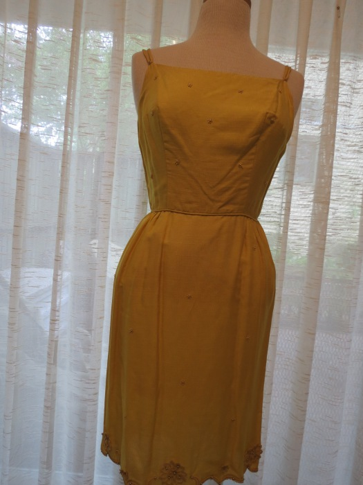 A DELIGHTFULLY PRETTY LITTLE YELLOW SUNDRESS - TRUE VINTAGE 1950'S