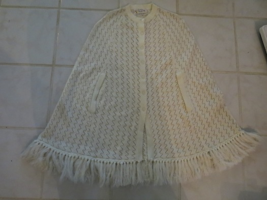 A TRUE VINTAGE KNITTED SWEATER CAPE BY BANFF, FROM THE 1960'S OR EARLY '70'S