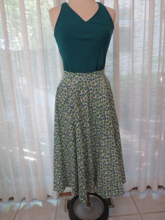 ANOTHER OF MY CIRCLE SKIRTS IN AN ATOMIC PRINT FROM THE 1950'S