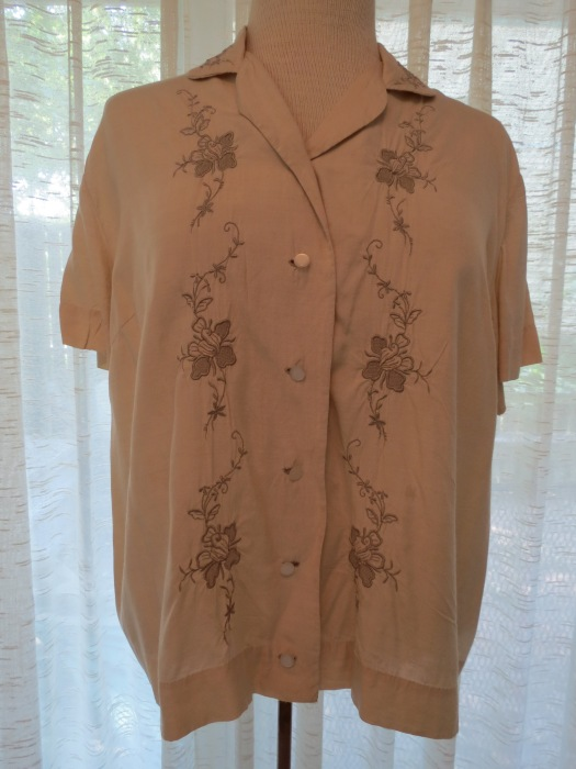 A TRUE VINTAGE EMBROIDERED RAYON BLOUSE FROM THE 1940'S