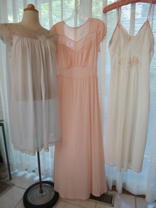 TRUE VINTAGE NIGHTGOWNS - 1940'S TO 1950'S