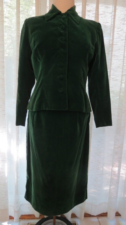 TRUE VINTAGE CLASSIC WOMEN'S SUIT - JACKET/SKIRT FOR FALL