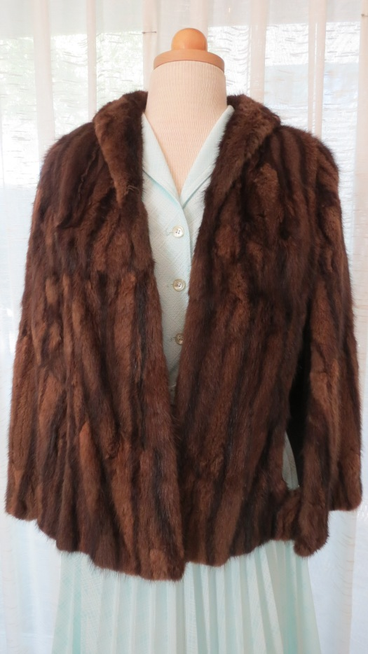 TRUE VINTAGE FUR CAPE FROM THE 1930'S - 1940'S - early 1950's