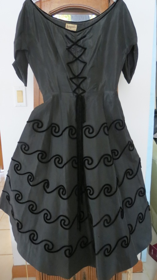 STILL WONDERING WHAT YOU'D NEED SOME ELEGANT GLOVES FOR?  HOW ABOUT A TRUE VINTAGE 1940'S SWING EVENING DRESS?