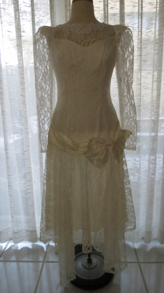 AN INTERESTING VINTAGE/VINTAGE-STYLE WEDDING/DANCE DRESS