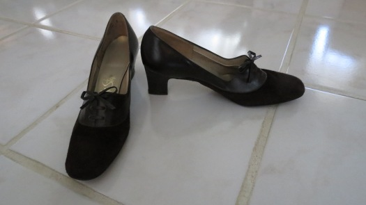 TRUE VINTAGE 1960'S - 1970'S LEATHER SHOES - CUTE & BUSINESS-LIKE, TOO