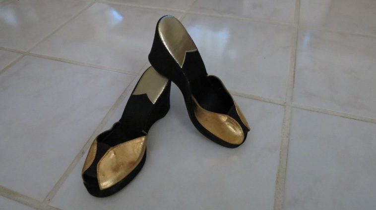 TRUE VINTAGE 1940'S OR '50'S SATIN & LEATHER PLATFORM HOUSE-SLIPPERS