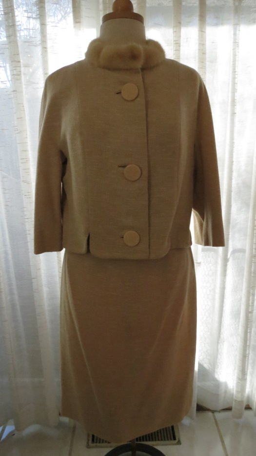 A BEAUTIFUL AND ELEGANT TRUE VINTAGE SPECIAL-OCCASION SKIRT SUIT FROM THE LATE 1950'S / EARLY 1960'S