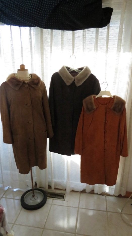 3 SOPHISTICATED AND CHIC LATE 1950'S / EARLY 1960'S CAR COATS IN FIND SUEDE WITH MINK