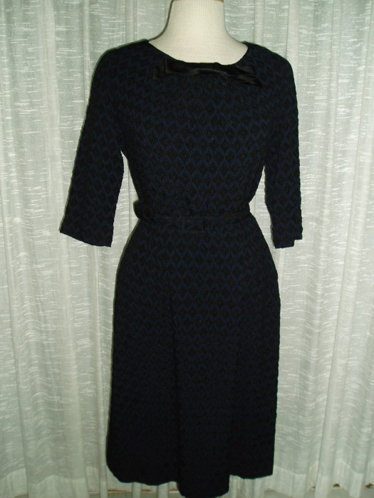 2-TONE HOUR-GLASS DRESS FROM THE EARLY 1960'S - BLUE WITH BLACK UNDERTONES