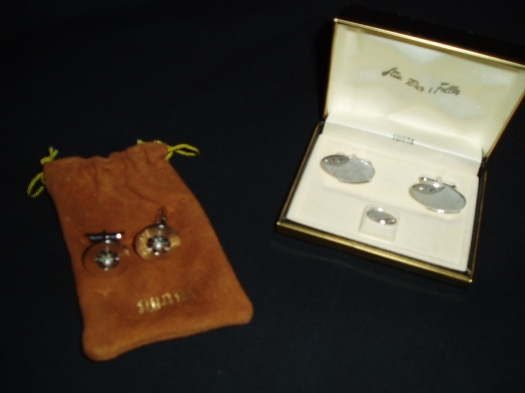 SOMETHING FOR THE MEN!  TRUE VINTAGE CUFF-LINKS BY SWANK