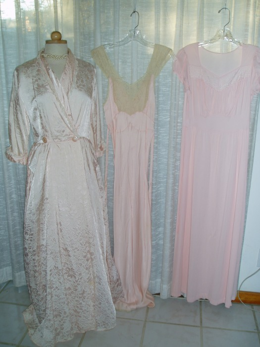 PRETTY IN PINK:  1930'S - 1940'S - 1950'S NIGHTWEAR FOR THE VINTAGE BOUDOIR