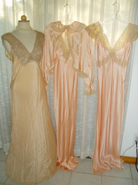 GORGEOUS AND LUXURIOUS 1930'S - 1940'S SLEEPWEAR FOR ST. VALENTINE'S NIGHT