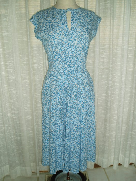 A CLASSIC CASUAL DAY-DRESS FROM MID-CENTURY