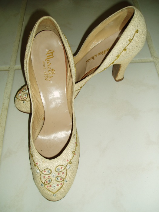RARE TRUE VINTAGE 1930'S EMBROIDERED PUMPS