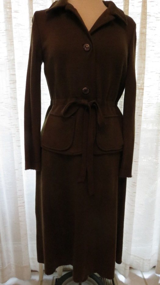SPRING SHOULDER SEASON SIXTIES SKIRT SUIT - TRY SAYING THAT TWICE!