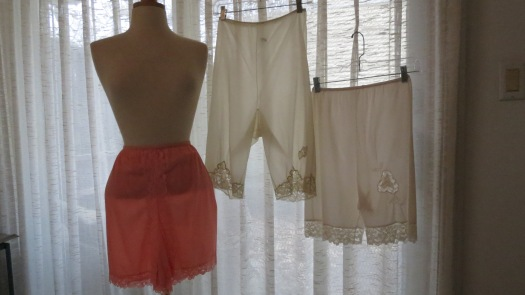 WHAT TO WEAR UNDER MY 1960'S MINI - SKIRTS, CULOTTES & BLOUSEY HIPPIE PANTS?