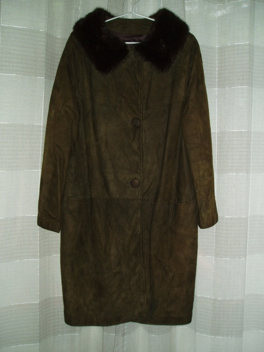 BEAUTIFUL ICONIC EARLY 1960'S SUEDE COAT WITH MINK COLLAR