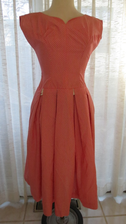 FLATTERING TRUE VINTAGE 1950'S - EARLY 1960'S SUMMER DRESS IN APRICOT