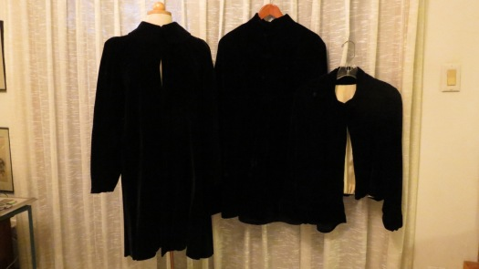 3 TRUE VINTAGE 1940'S - 1950'S VELVET EVENING COATS & JACKETS