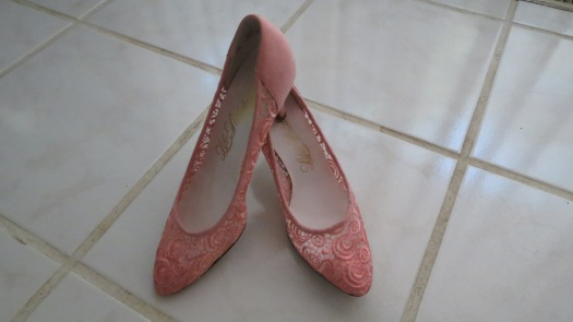 AIRY 1960's TRUE VINTAGE STILETTO PUMPS COVERED IN LACE