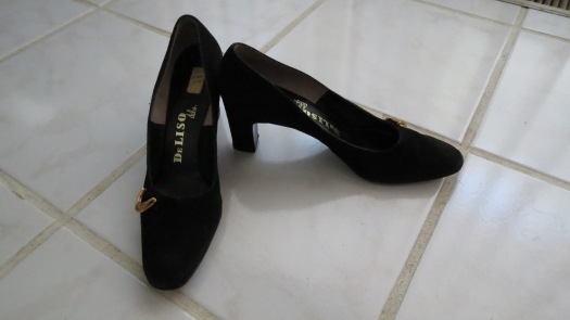 TRUE VINTAGE 1960'S DeLISO DEBS BLACK SUEDE PUMPS