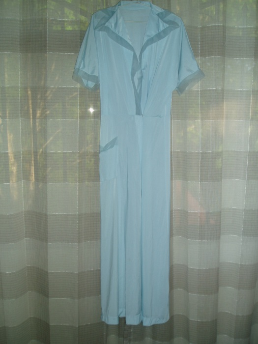 TODAY IT'S A TRUE VINTAGE 1940'S - EARLY 1950'S NYLON LADIES' ROBE
