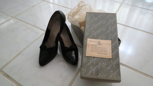 EARLY '50'S NATURALIZER SHOES IN A TIME CAPSULE!  WHAT A FUN, FUN, FUN FIND!!