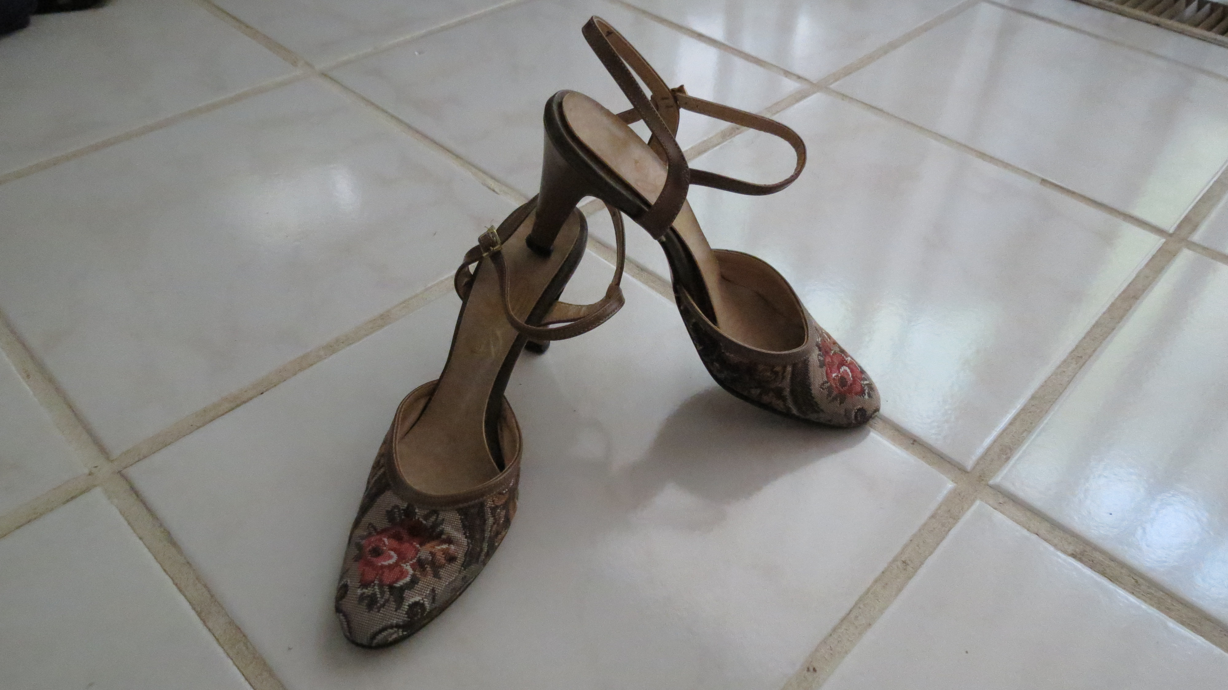 STILETTO SLING-BACK HEELS FOR SUMMER - FABRIC AND LEATHER FROM JOHANSEN AGAIN