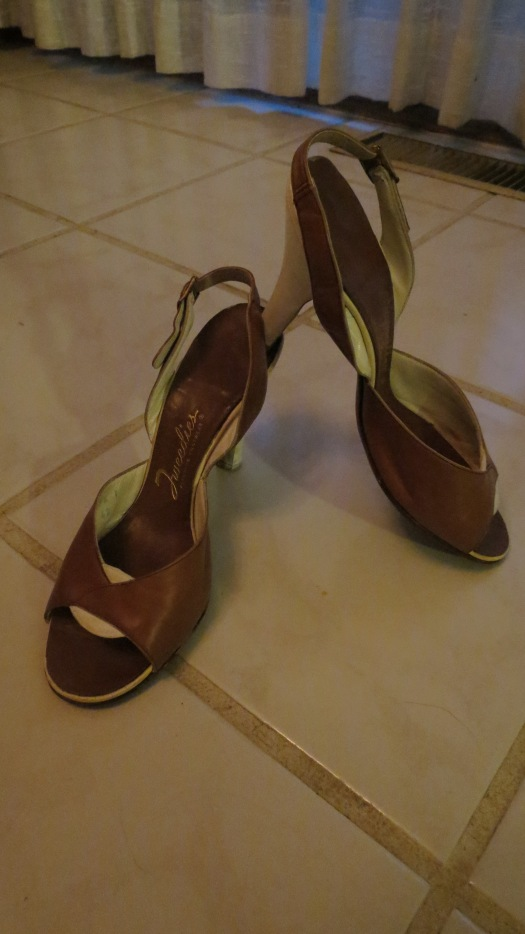 GORGEOUS 1950'S SANDALS FOR SUMMER - IN CLASSIC TAN AND WHITE