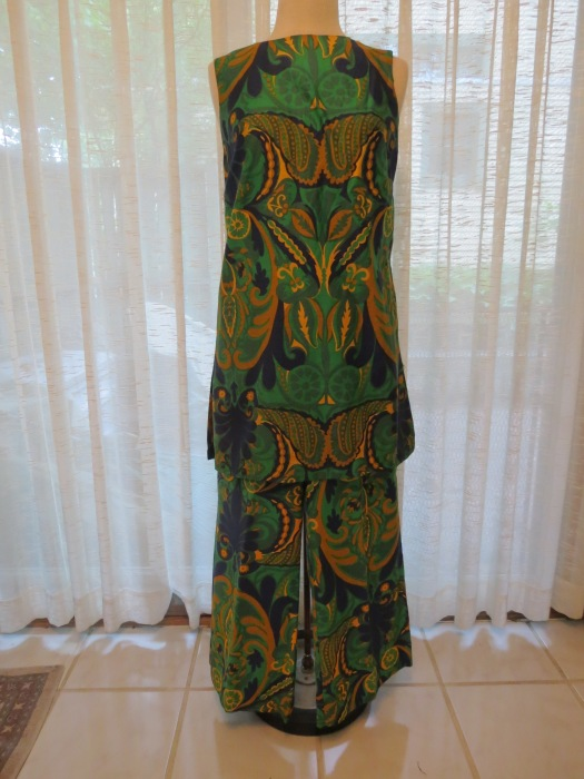 A FUN POLISHED COTTON PSYCHEDELIC PRINT TUNIC AND PANTS FROM THE LATE 1960'S
