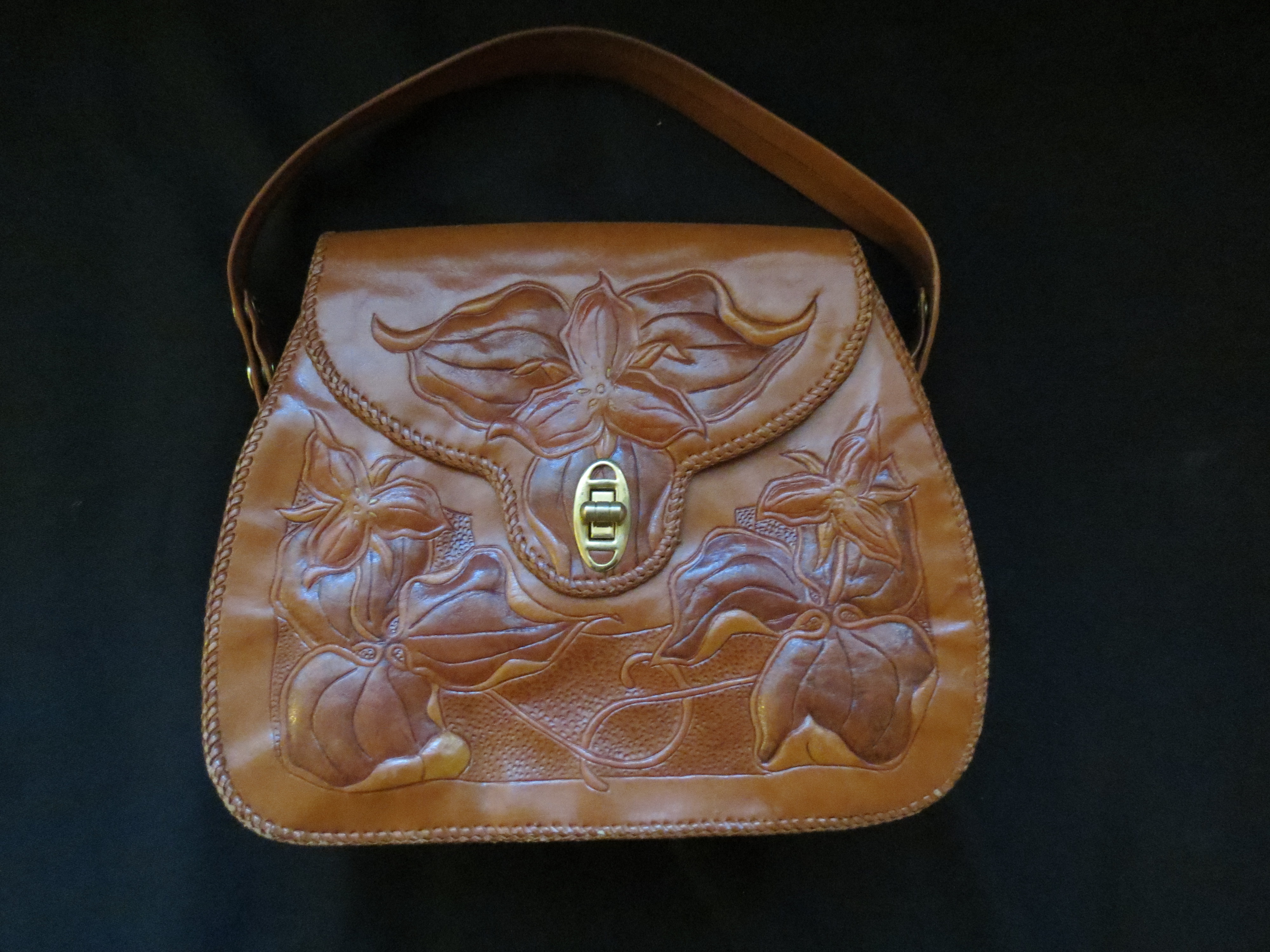 HANDMADE TOOLED LEATHER PURSE FROM CANADA