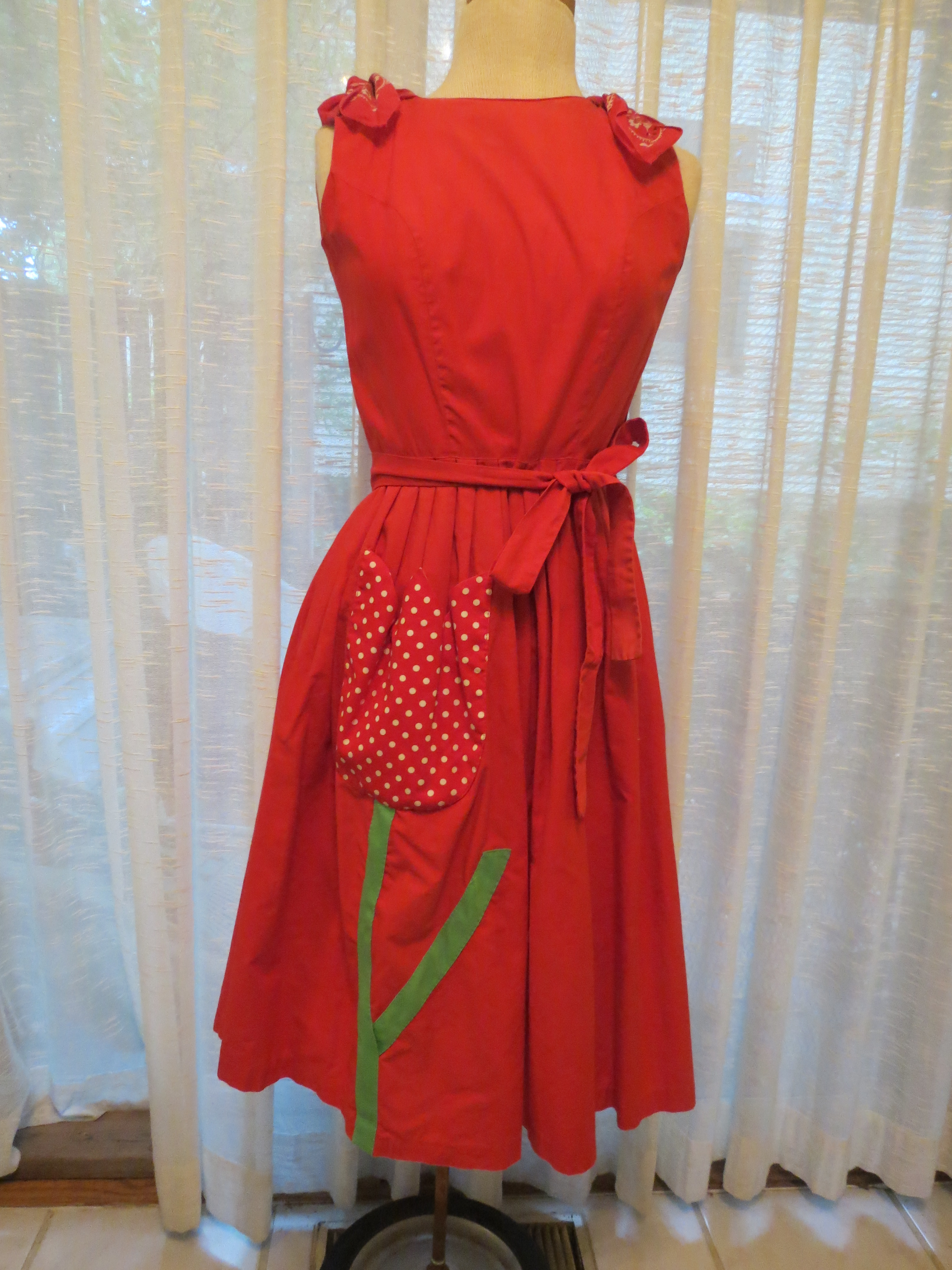 A FAVORITE TRUE VINTAGE DRESS FROM THE LATE '50S - EARLY '60'S BY SWIRL
