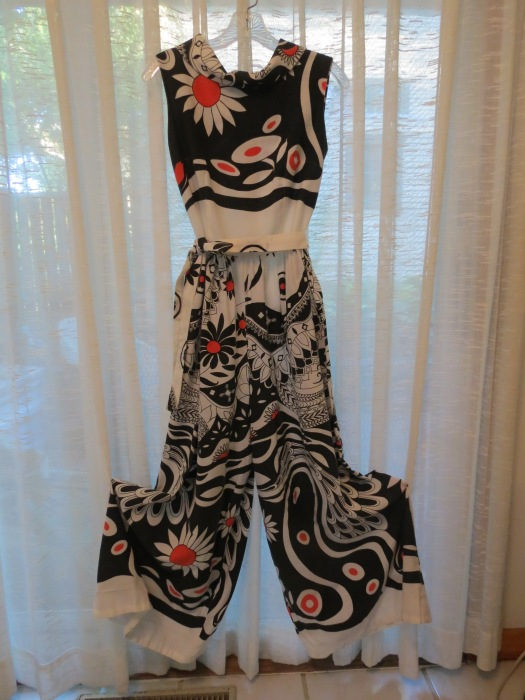 TRUE VINTAGE HOSTESS JUMPSUIT FROM THE '60'S - PATIO PARTY!!