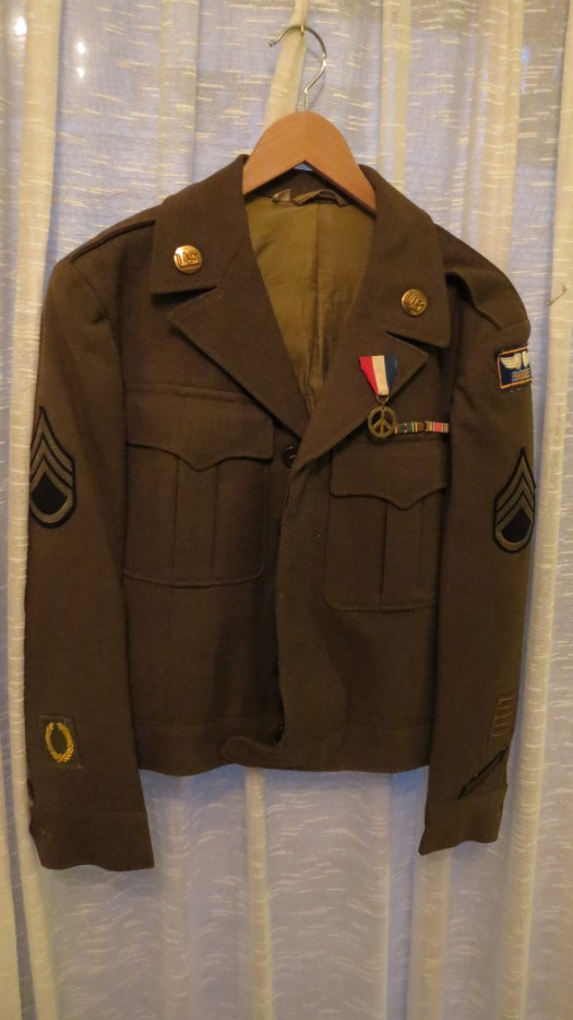 TRUE VINTAGE 1940'S WWII AIR CORP UNIFORM JACKET W/DECORATIONS